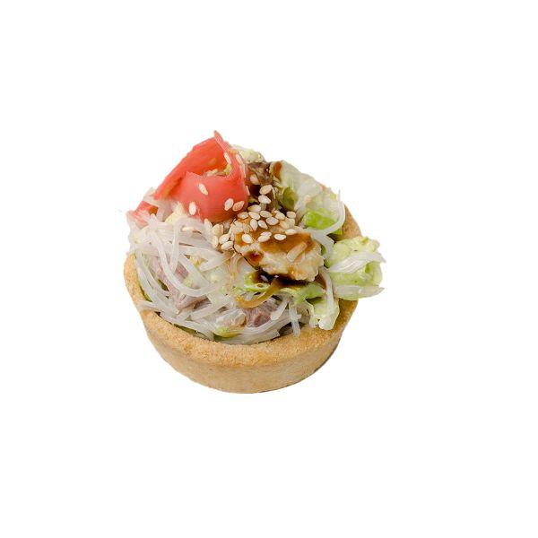 Салат с рисовой лапшой, телятиной и baby кукурузой