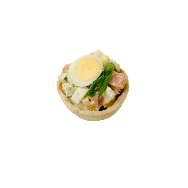 Салат с лососем, перепелиным яйцом и свежим огурцом