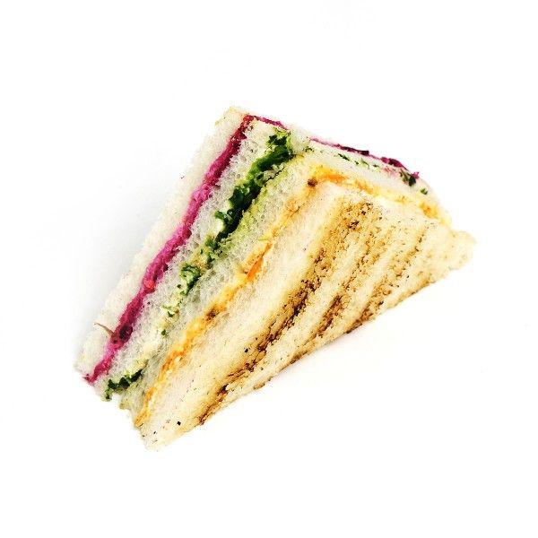 Сендвич на белом тостовом хлебе