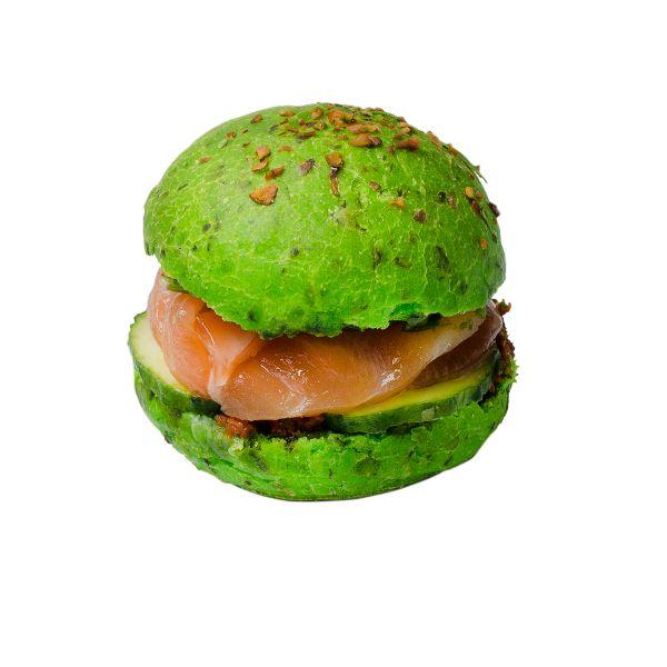 Зелёный бургер с маринованным лососем