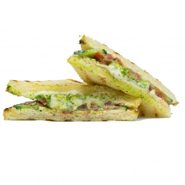 Сэндвич с печеным сладким перцем, сыром фета и овощами