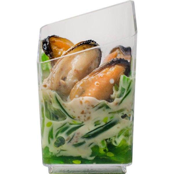 Японский салат Чука с черноморскими мидиями и ореховым соусом